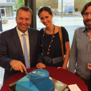 Eröffnung mit CD-gerechter Torte mit Bürgermeister Ralf Meßmer, Katrin Degenkolb und Stephan Kämmerle