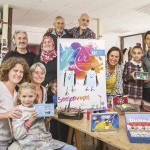 """Im Atelier der Kunsttherapeutinnen Marion und Petra Mang arbeiteten die Teilnehmer kreativ an ihren """"Seelenräumen"""""""