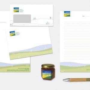 Das neue Markenbild wurde umgesetzt in Form von Geschäftspapieren, Anzeigen und sympathischen Give-aways.