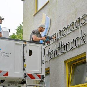 Stadtwerke Fürstenfeldbruck –  Anbringung Logo