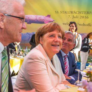 Zum großen politischen Sommerfest kamen rund 2.000 Gäste aus Politik, Medien, Kultur, Wirtschaft und Gesellschaft in die Landesvertretung Baden-Württemberg. Im Bild MP Winfried Kretschmann mit Bundeskanzlerin Angela Merkel und Thomas Strobel.
