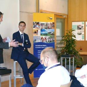 Der Vorarlberger Landeshauptmann Markus Wallner (r.), Vorsitzender der IBK im Jahr 2020, beim Festakt anlässlich des 10-jährigen Jubiläums des IBK-Kleinprojektefonds in Lustenau
