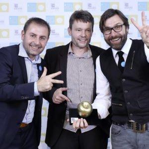 """FAMAB-Award in Gold: Nach 2007 und 2010 holte das d-werk in 2015 für das 20-jährige Firmenjubiläum den Award in Gold in der Kategorie """"Best Employee Event""""  Copyright: FAMAB/Beate Armbruster"""