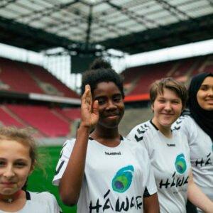 Bildung auf dem Platz: HAWAR.help Projekt SCORING GIRLS © Sebastian Kortmann