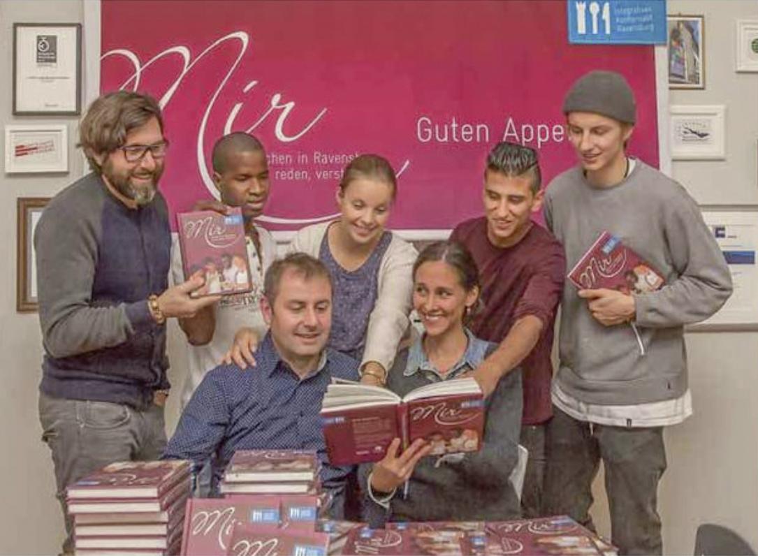 Mir – Menschen in Ravensburg: Die Bücher zum integrativen Kochprojekt sind jetzt zu haben!